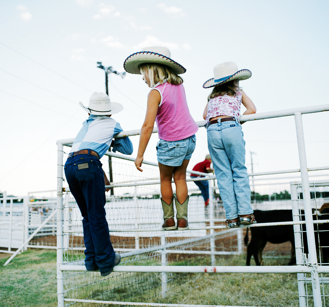 THREE_COWBOY_GIRLS
